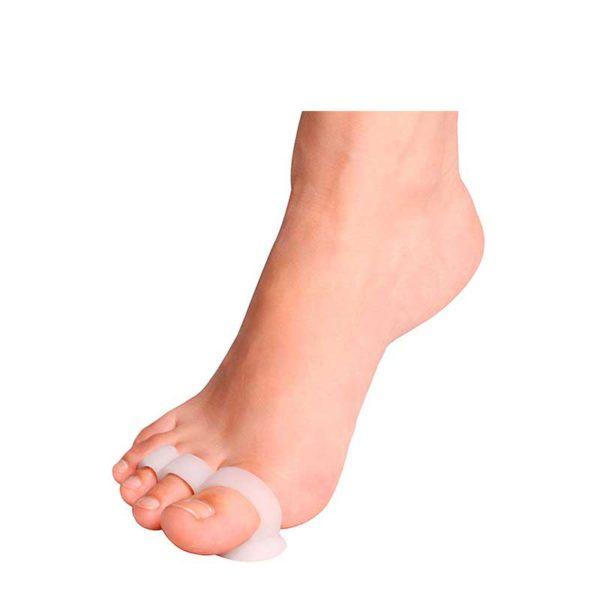 Żelowa orteza na palce młoteczkowate z potrójną obrączką HerbiFeet Herbitas założona na stopę