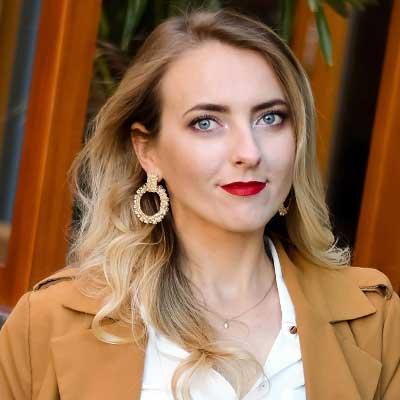 Lesia Abarovska, Kosmetolog